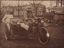 Antonio Vildósola Montemayor en su side- car.