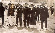 Antonio Vildósola Montemayor con unos amigos